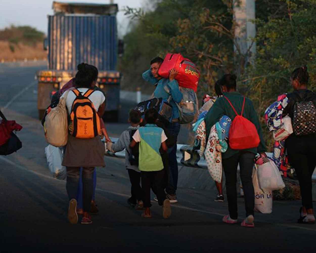 Venezolanos caminantes peru