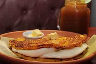 Cachapa con queso Arepa Cafe restaurante venezolano en lima
