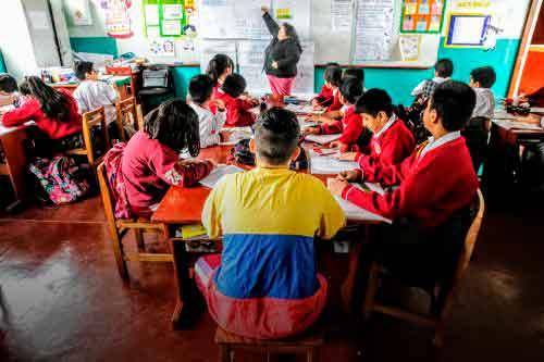 niños venezolanos Perú escuelas