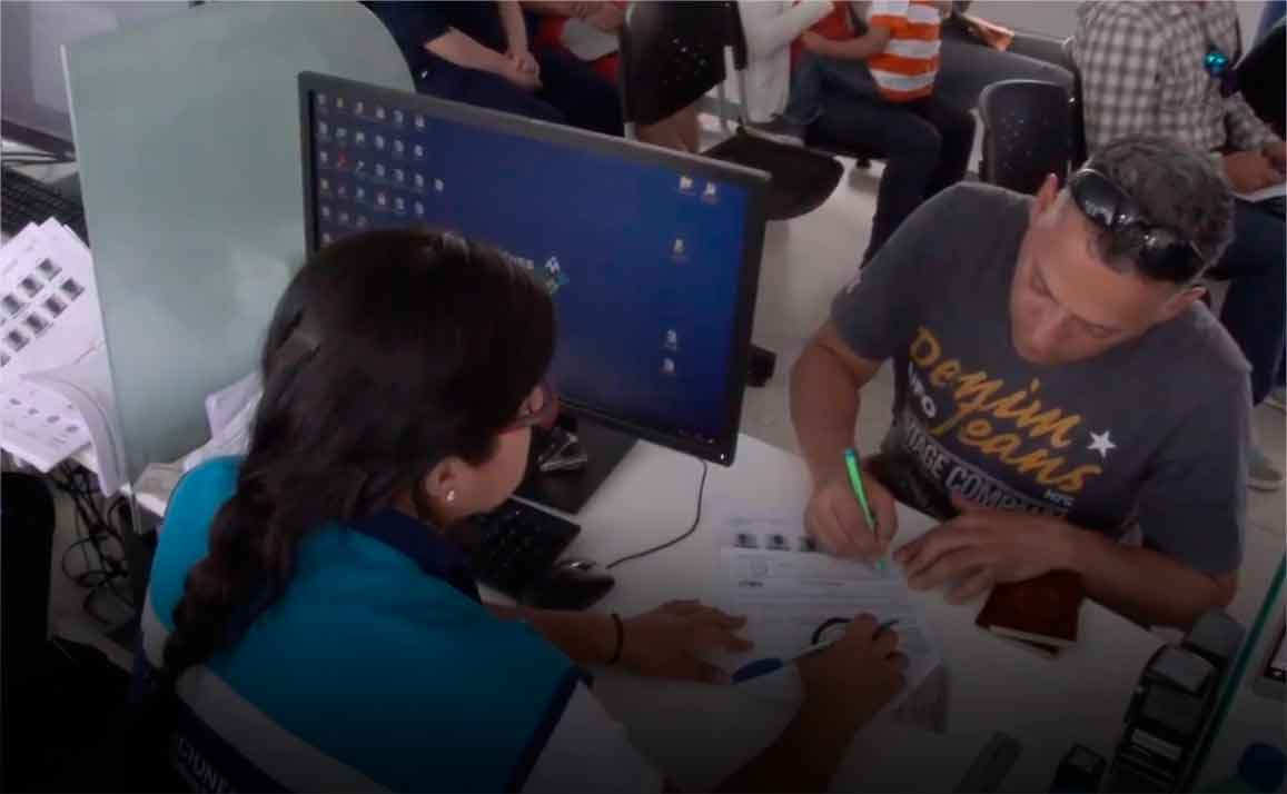 Venezolanos Perú trámites documentos
